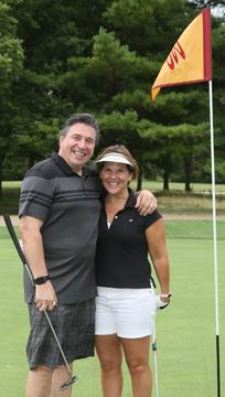 IL-golf-pair-by-flag